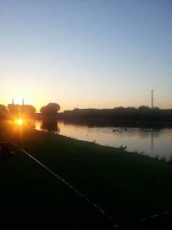 Levé de soleil sur le canal ..